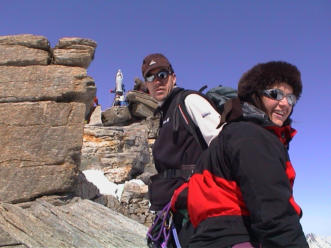 Eugène et Léna avec la Vierge au sommet