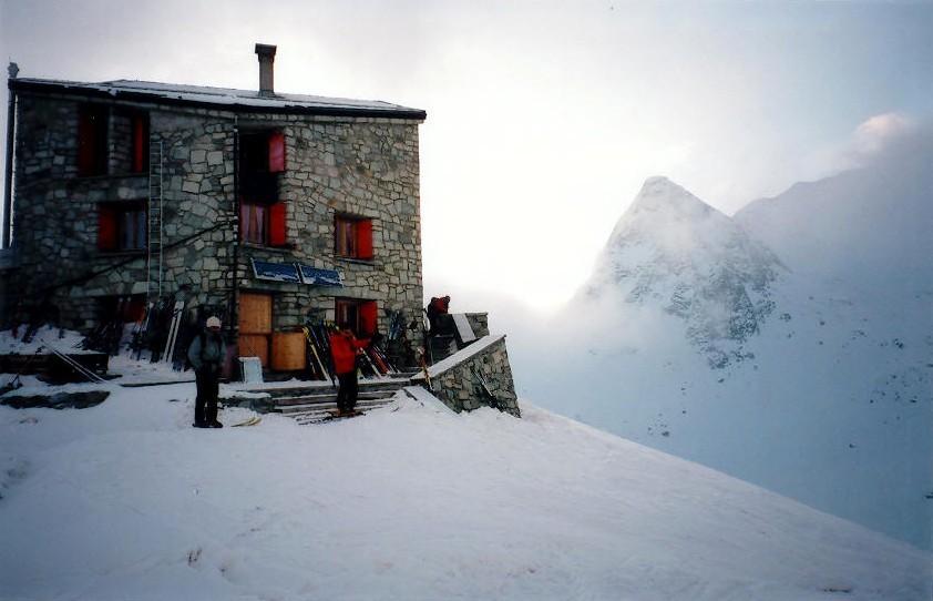 Cabane des Dix, à droite le Pigne d'Arolla
