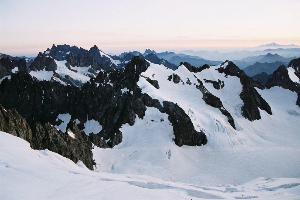 Aube sur le Glacier Blanc, Roche Faurio et la Meije au loin