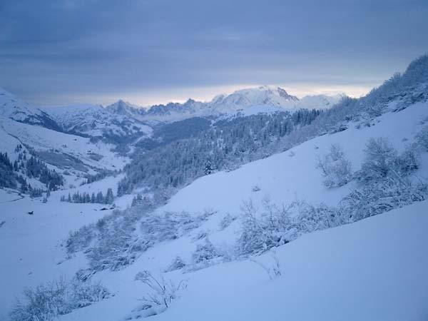 le Mont-Blanc se couvre vu du col des Aravis