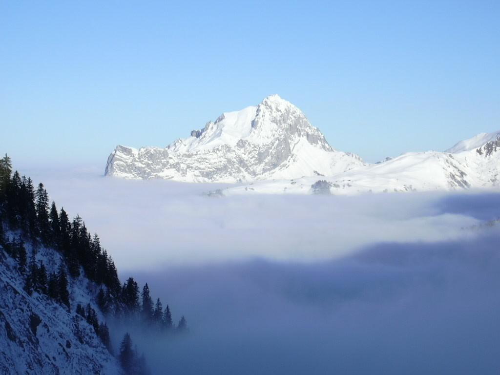 L'Arcalod au dessus de la mer de nuages
