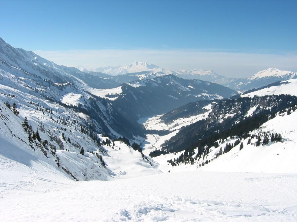 Vallée du bouchet (Grand Bornand) depuis le col de l'Oulettaz
