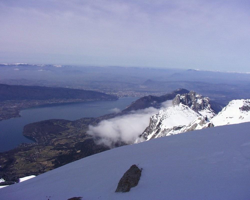 Vue du lac d'Annecy depuis le sommet de la Tournette (2351m)
