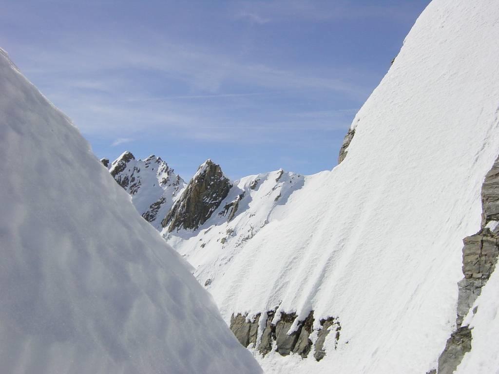 Vue de la brèche au sommet du couloir NE de gauche du Grd Golliat