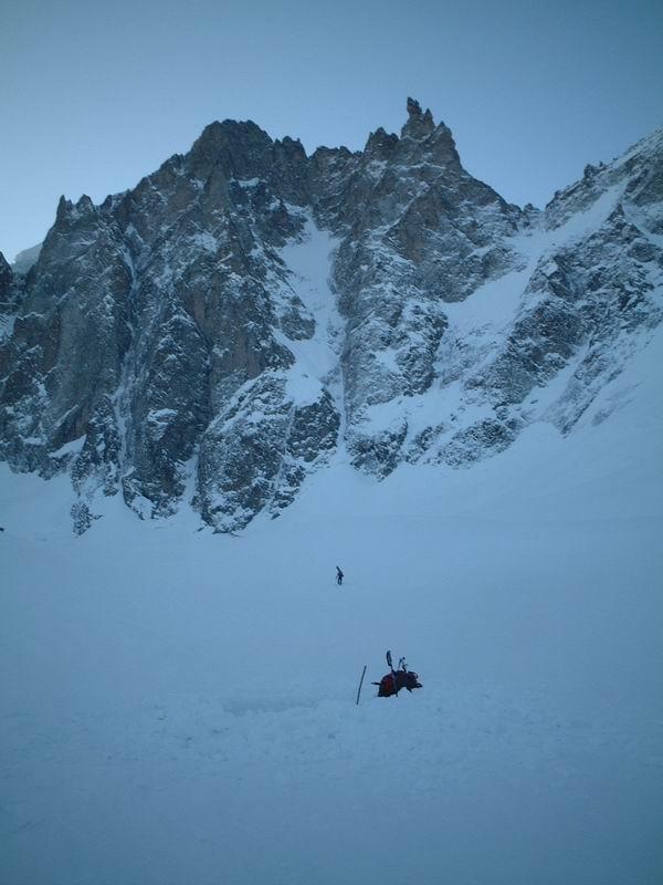 Face NW du dome des Ecrins vu du glacier de Bonnepierre