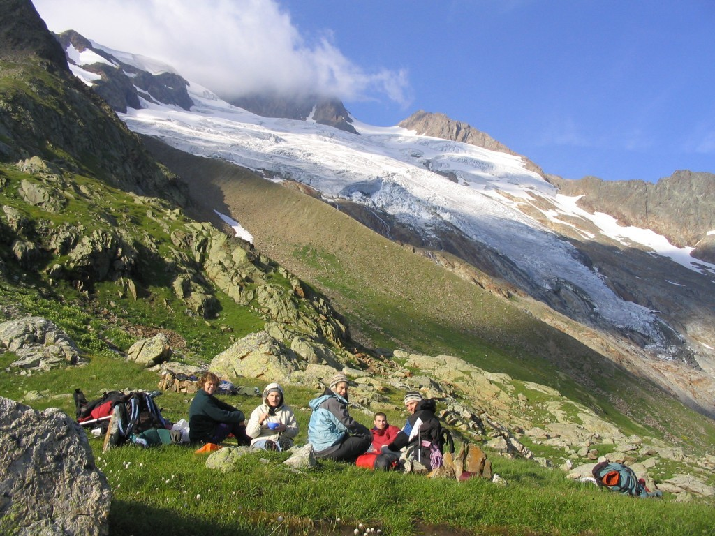 Le dernier soleil au bivouac dans l'herbe des Glaciers