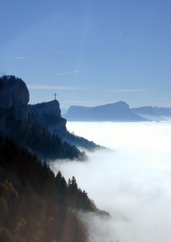 Croix du Nivolet et mer de nuages