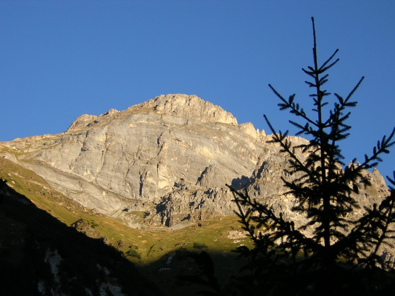Lever de soleil en face du Roc de la Valette