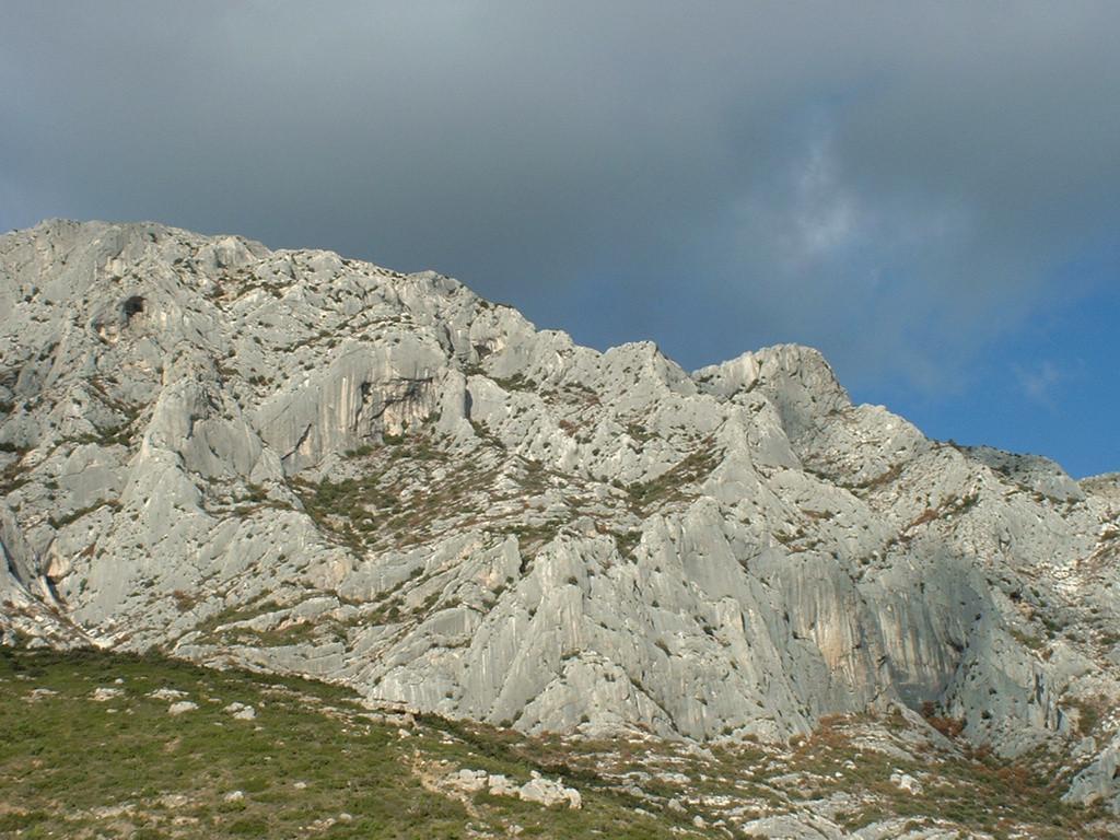 Eperon de l'ermitage - Saint Ser - Ste Victoire - vue de profil