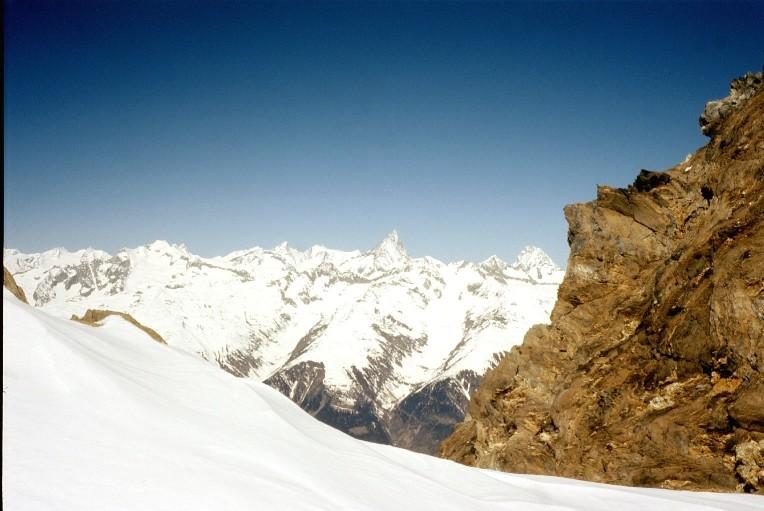 Finsteraarhorn e Lauteraarhorn dal deposito degli sci