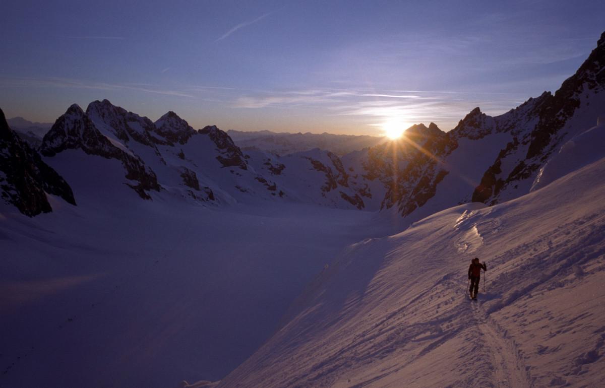 Dôme des écrins : lever du soleil sur le glacier Blanc