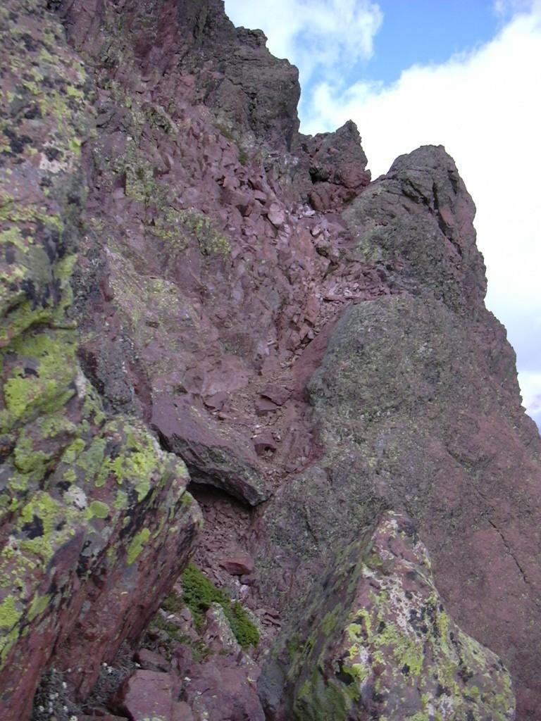 La vire menant à l'arête nord du Tafunatu