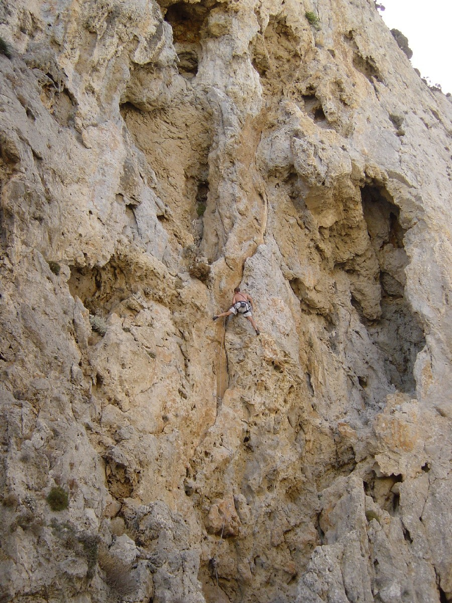 """Boris dans """"Phineas"""" au secteur Symplegades Rock, Kalymnos."""
