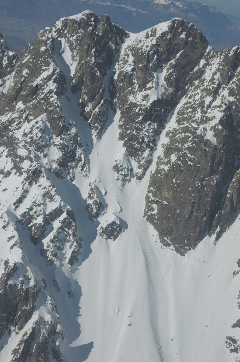 Le couloir Est du sorbier vu d'en bas : la sortie invisible vers la gauche
