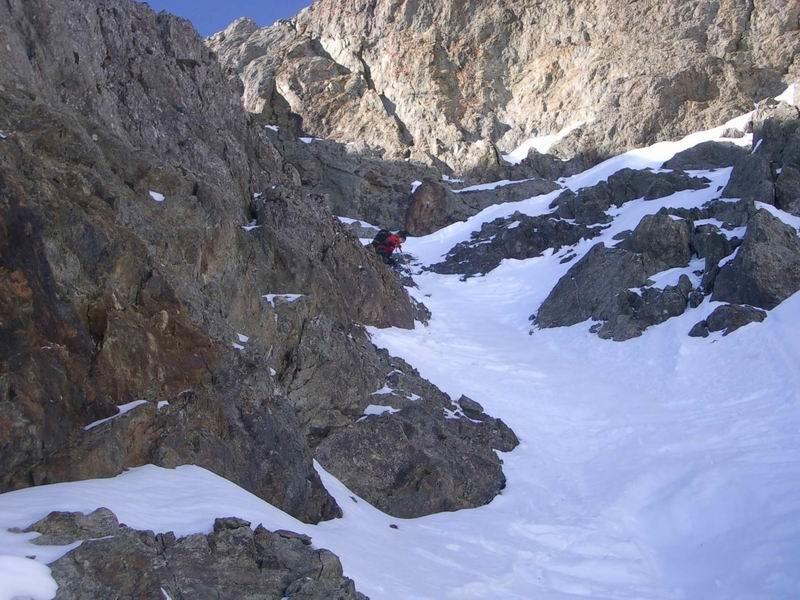 L'étroiture passe à ski mais pas avec des 180 ;-)