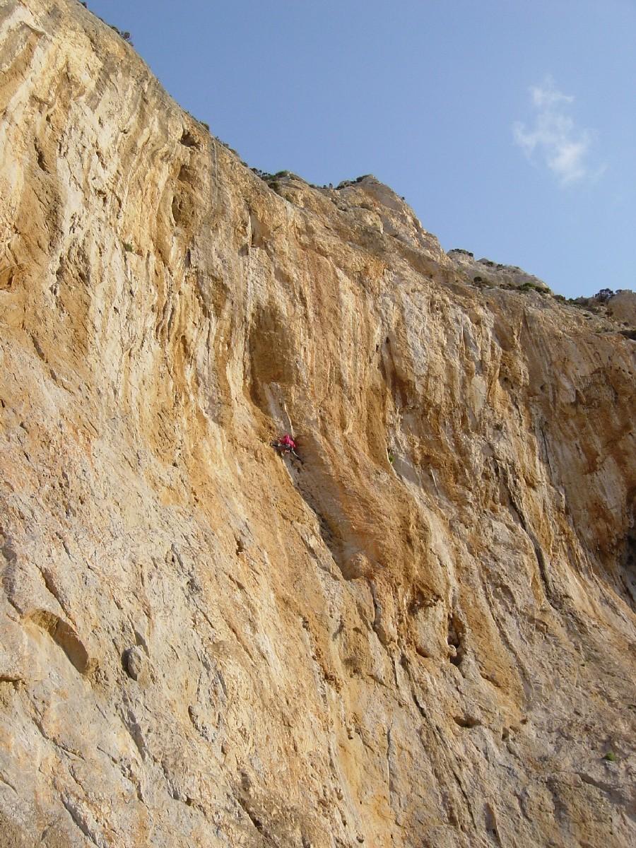 Yves Rémy dans les derniers mètres de sa création à Kalymnos.