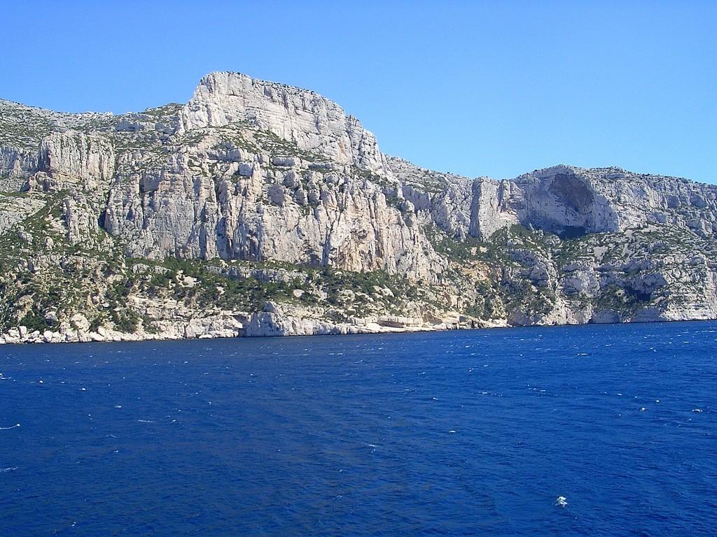 Depuis le Cap Morgiou :  Candelle et son Socle, La Concave à droite