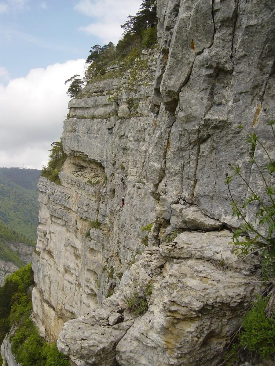 """Une cordée dans le  """"Croissant direct"""" à Plagne, Suisse."""