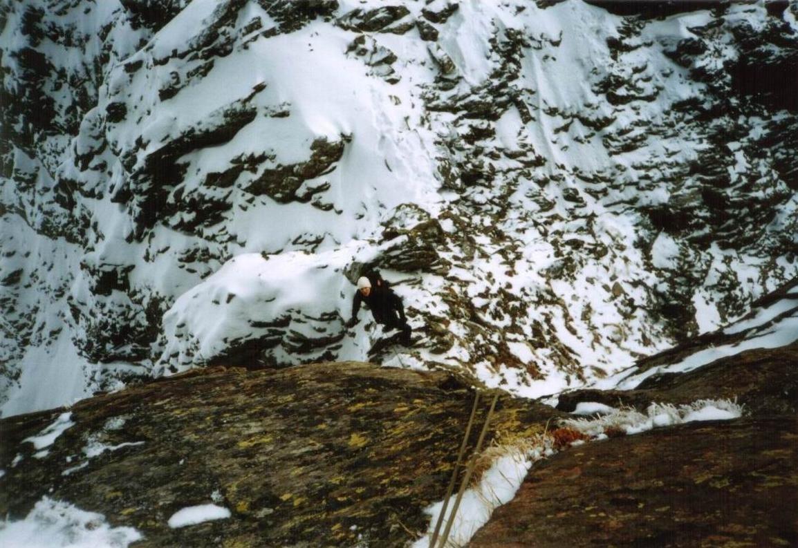 Thib au relais, traversée Toit/Pyramide, tentative en neige plaquée...