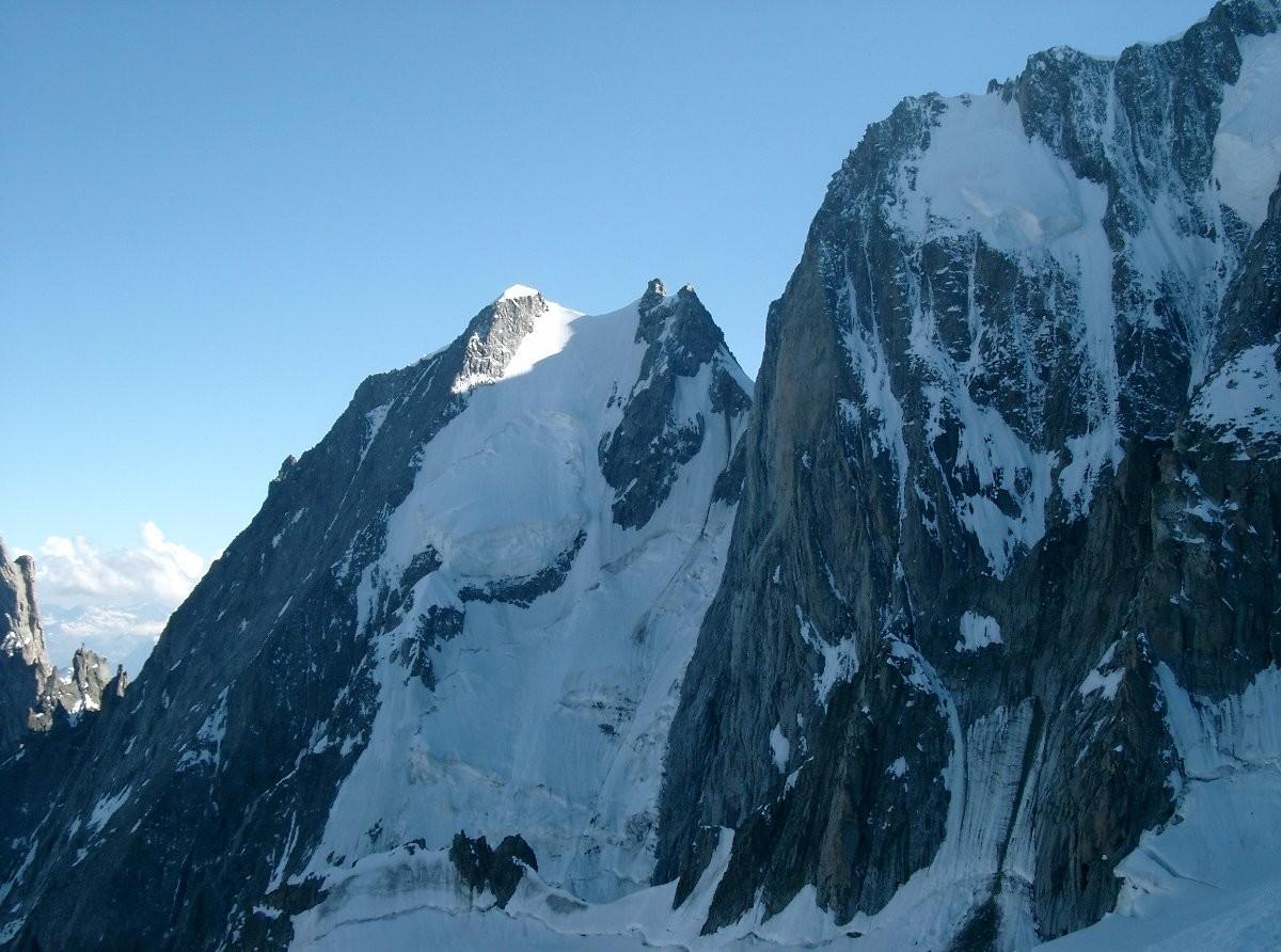 Face nord de l'Aiguille Blanche de Peuterey vue du bivouac de la Fourche