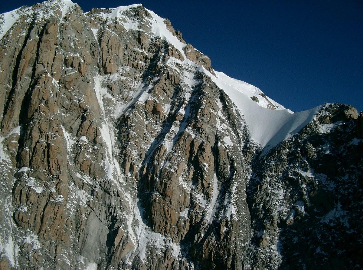 Le versant du Freney et l'arête de Peuterey vus du sommet de l'Aiguille Blanche de Peuterey