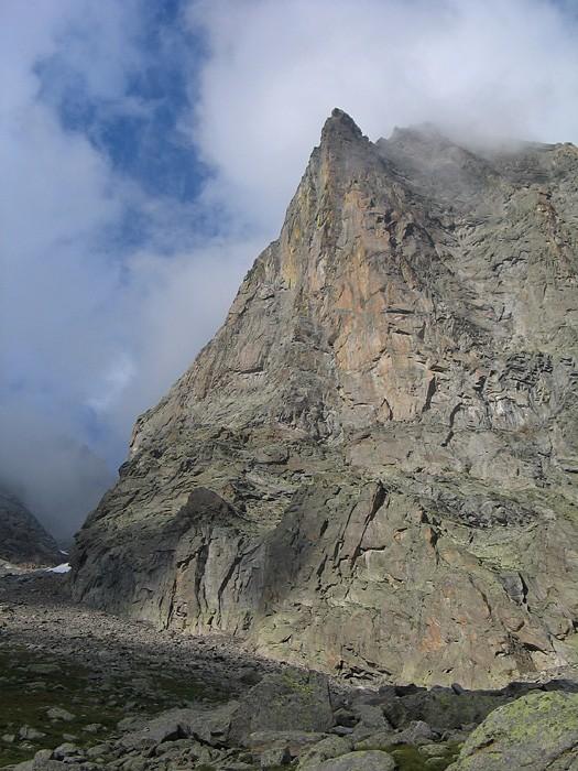 La stupenda parete Ovest del Becco di Valsoera