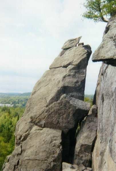 L'aiguille du massif Condor à Val-David (nord de Montréal, Québec, Canada).