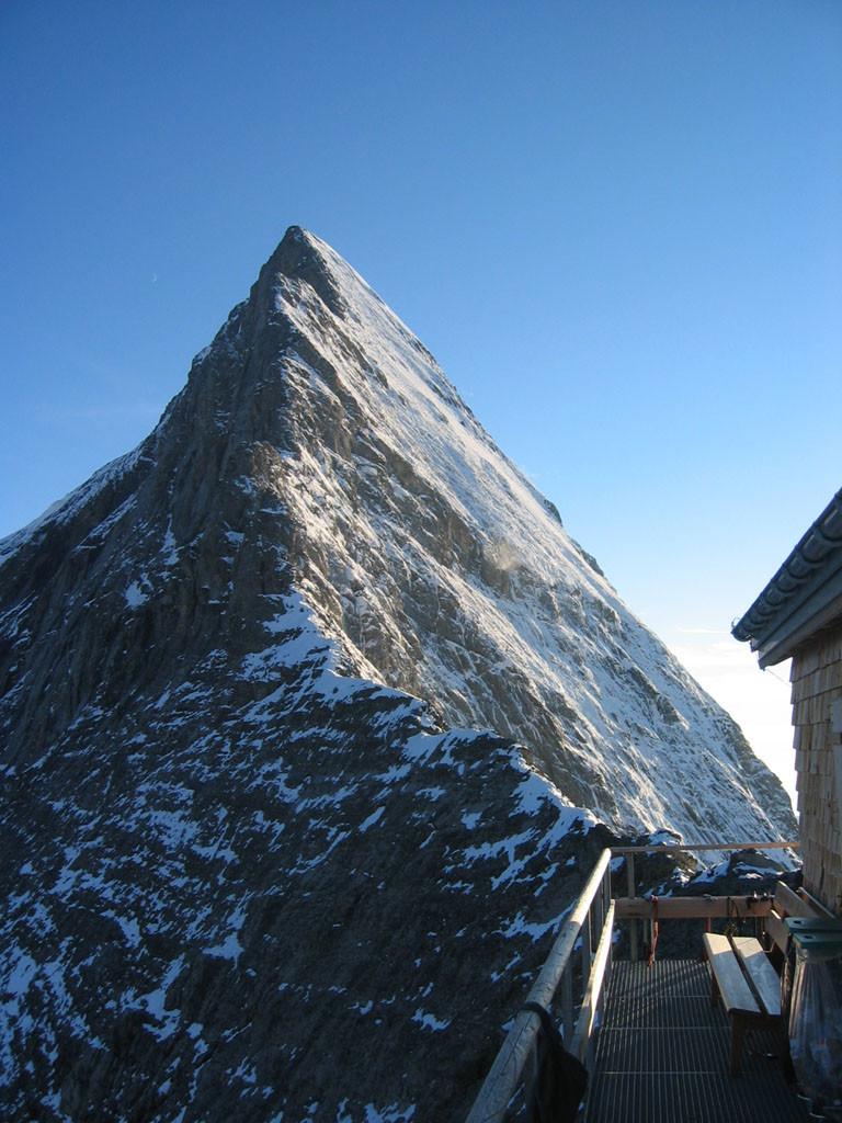 La cresta di Mittelegi dall'omonima capanna
