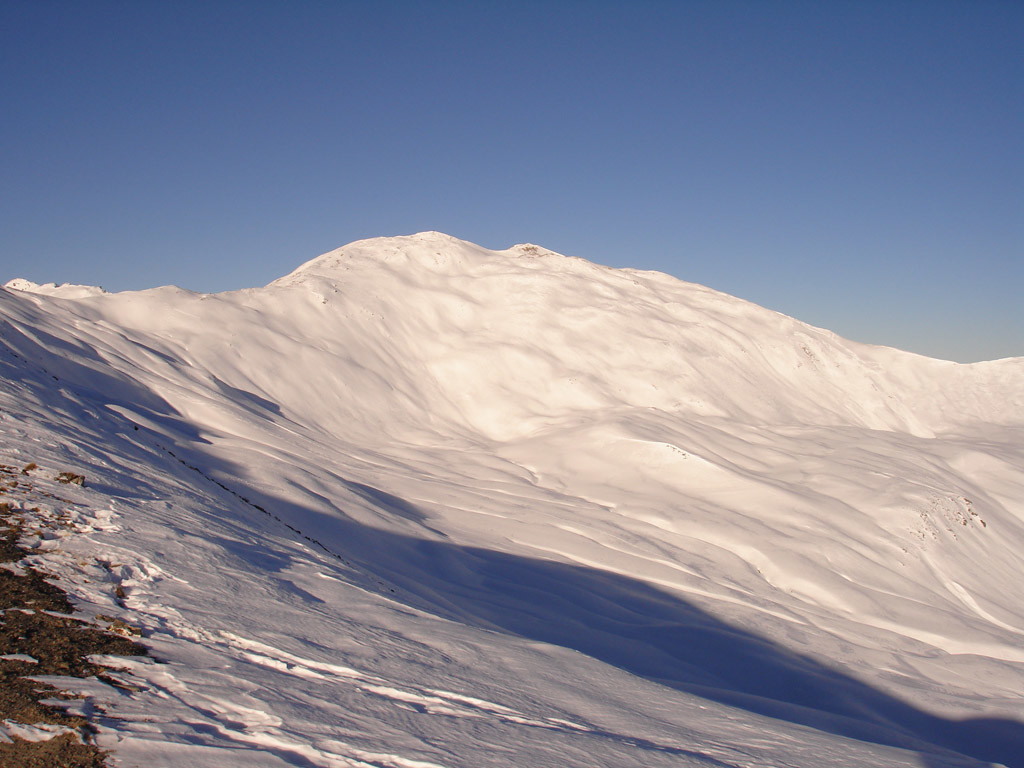 L'Hochwang 2533 m versante Est , nei pressi dalla cima del  Cunggel 2413 m.