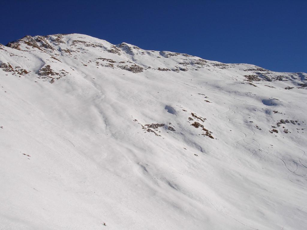 Oltre il Passo di Menna 2002 m, con vista sulla Cima di Menna 2300 m.