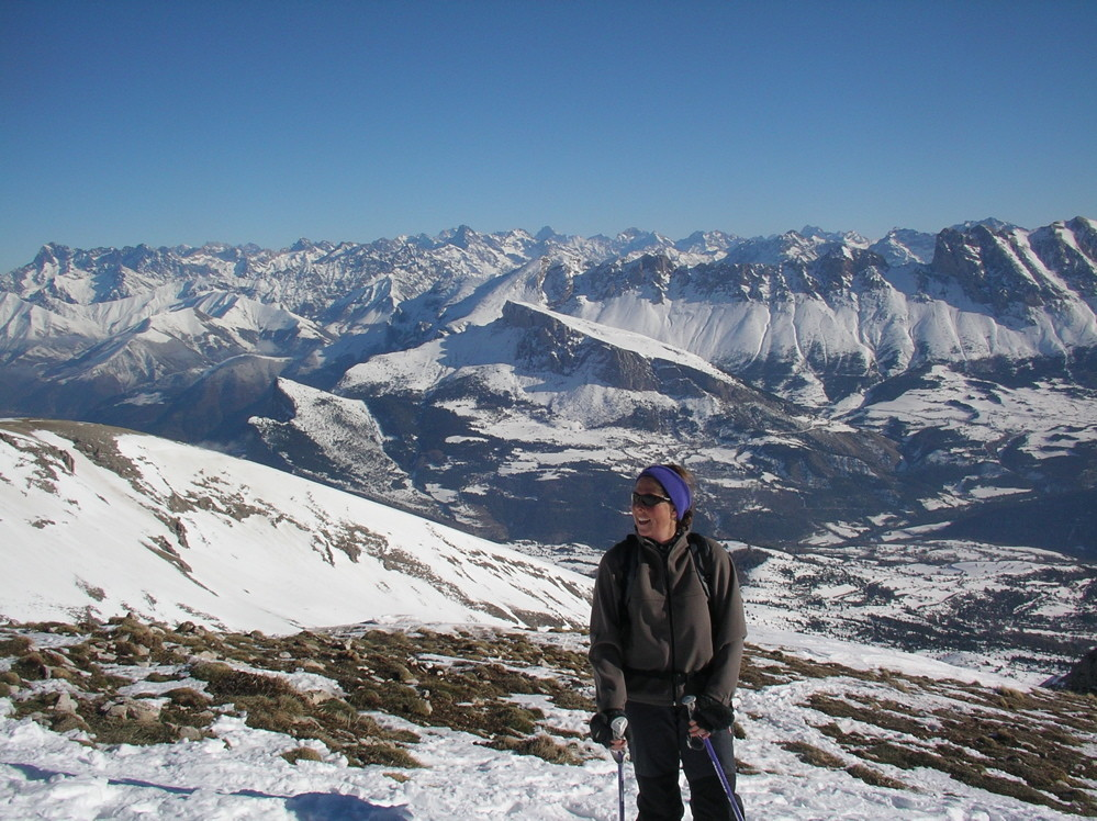 Anne au sommet devant le superbe panorama