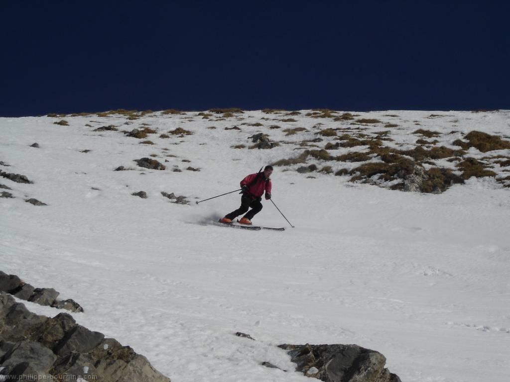début de la descente en face Sud-Ouest sous le sommet du Mont Charvin (40°)