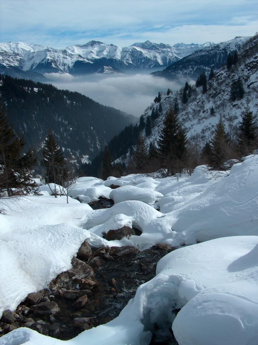 A la descente, nuages en fond de vallée.