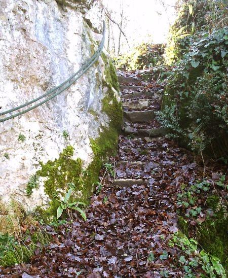 Roches Enchantées-Excideuil. Accès vers le haut de la falaise.