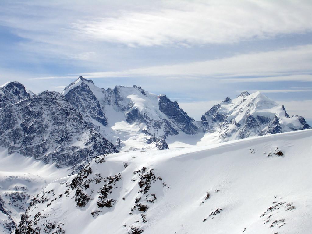 Il panorama sulle cime del Bernina Scerscen e Roseg. Dal Piz San Gian 3134 m.