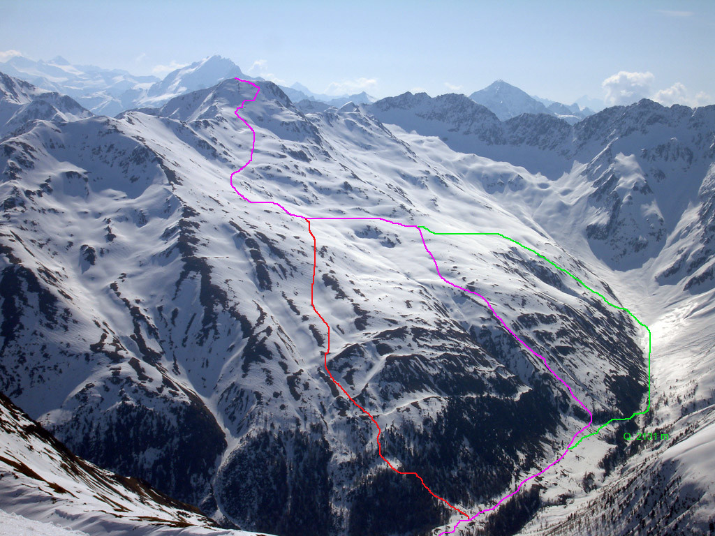 Le 3 possibilita di salita alla Corna di Capra  3133 m dal versante SW, visto durante la salita al Piz la Stretta 3104 m..