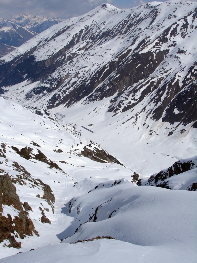 Presso la quota 2766 m guardando il fondovalle della Valle delle Mine.