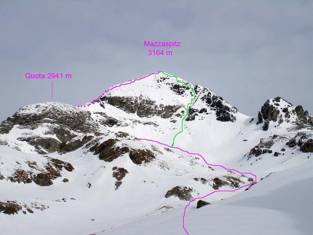 L'ultimo tratto di salita al Mazzaspitz 3164 m in violetto, in verde invece il ripido canale di S 5.