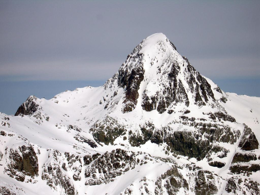 Il Piz Platta 3392 m, versante Sud.