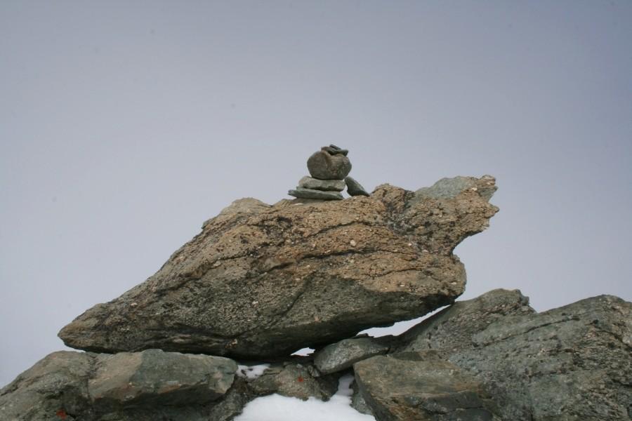 rituel du cairn au sommet du Gébroulaz