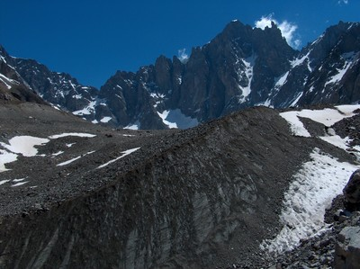 Le front du glacier de Bonne Pierre et le Dôme de Neige des Ecrins.