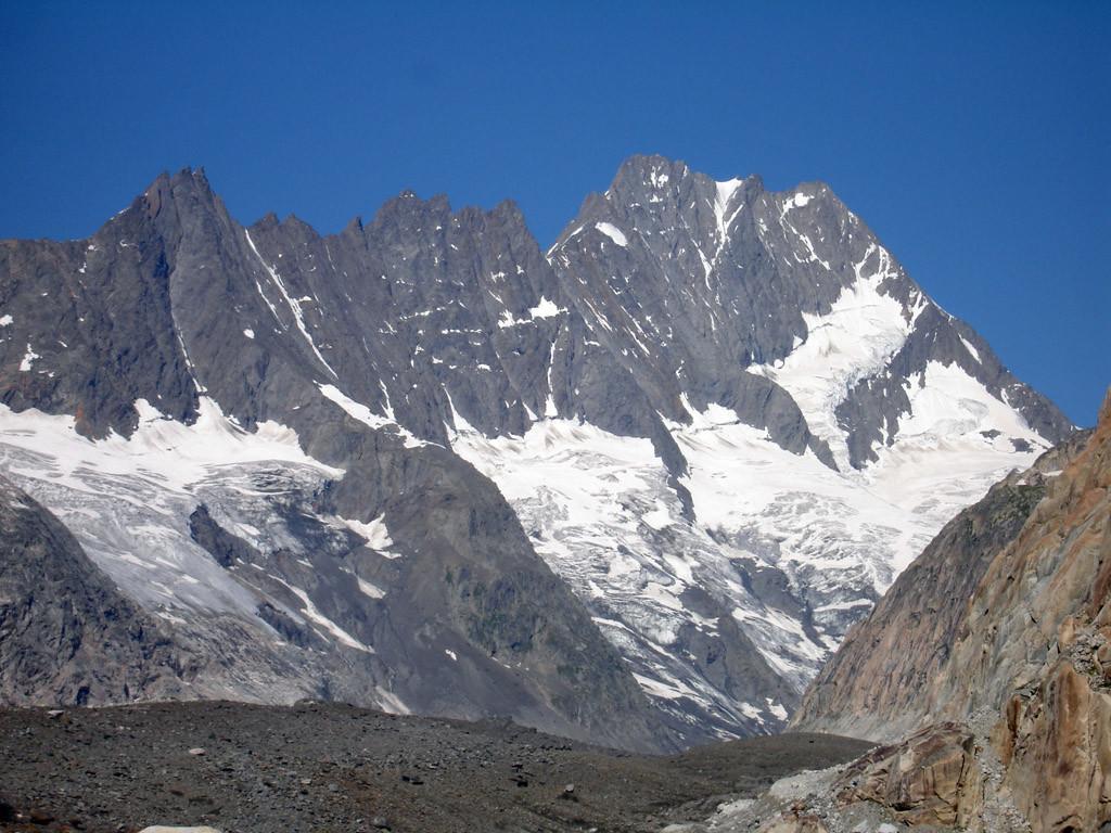 Il versante NE dell'Lauteraarhorn 4042 m.