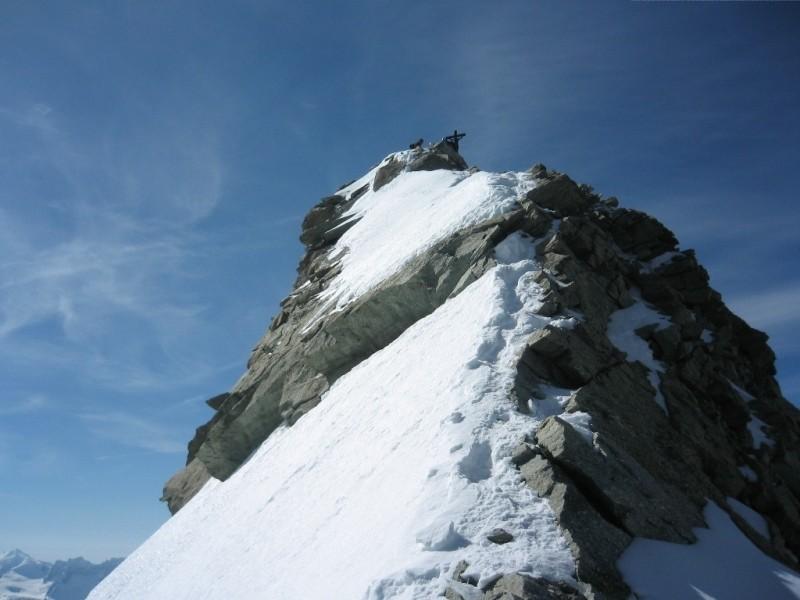 Peu avant le sommet du Zinalrothorn ...