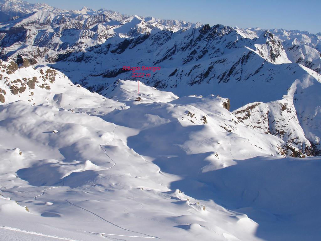 La conca del Rifugio Benigni, vista dalla Cima di Val Pianella 2349 m.