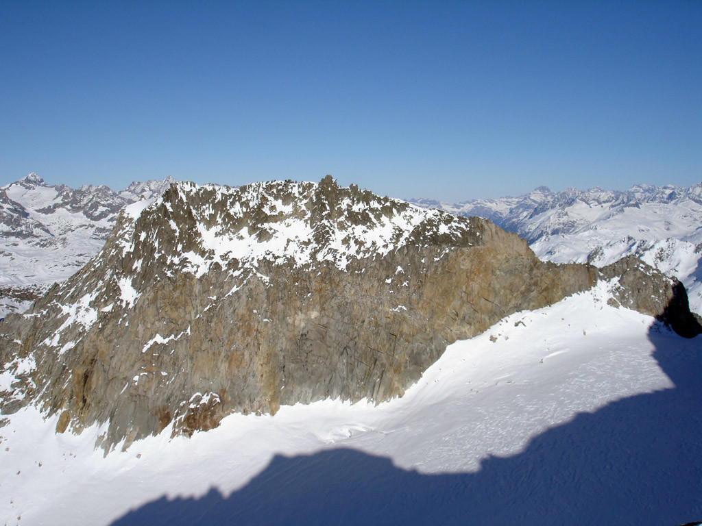 Il Witenwasserenstock 3082 m dal versante SSW, visto dal Gerenhorn 3078 m.