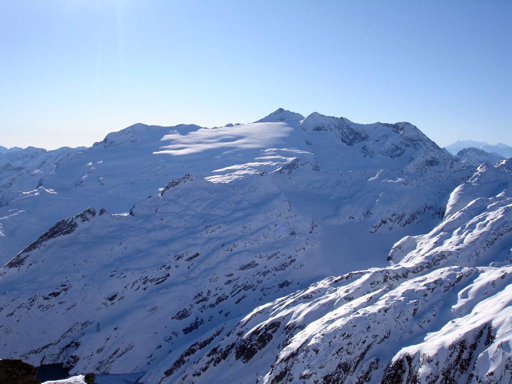 Il Basodino 3272 m, visto dal Poncione di Valleggia 2873 m.