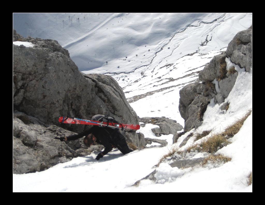 Malheureusement l'enneigement est trop faible pour pouvoir passer à skis.