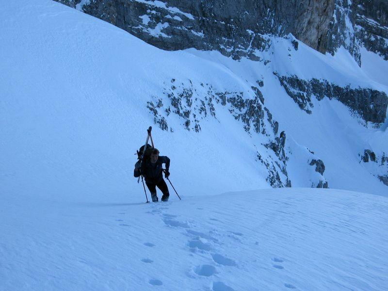 Fifi à la montée vers le trou de la pierre du Mont-blanc