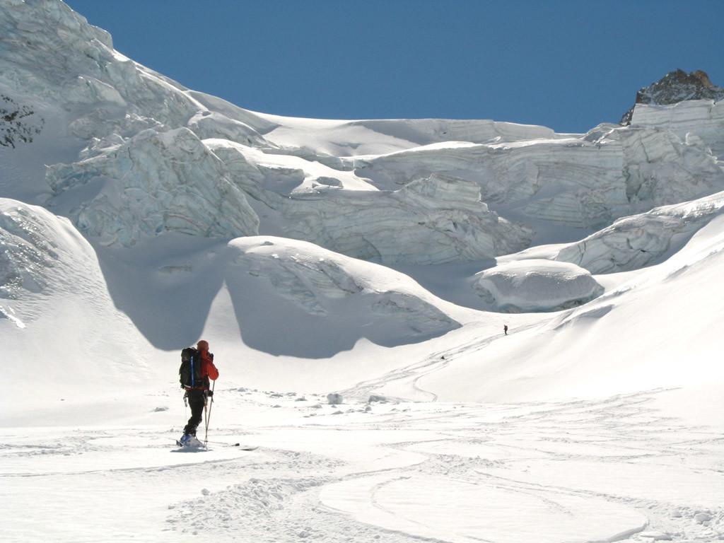 Descente du col Durand sur le glacier du Grand Cornier