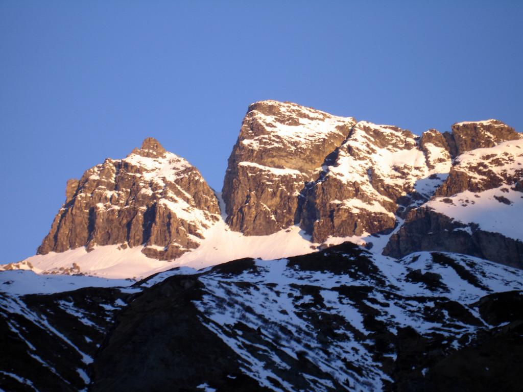 Prime luci sul Piz Forbesch 3261 m,  nei pressi di Tga 1922 m.